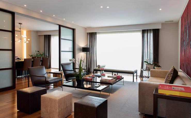 Гостиная в . Автор – Hansi Arquitectura , Модерн