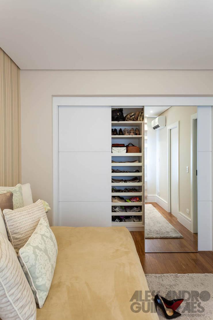 APARTAMENTO 1: Quarto  por Martins Valente Arquitetura e Interiores