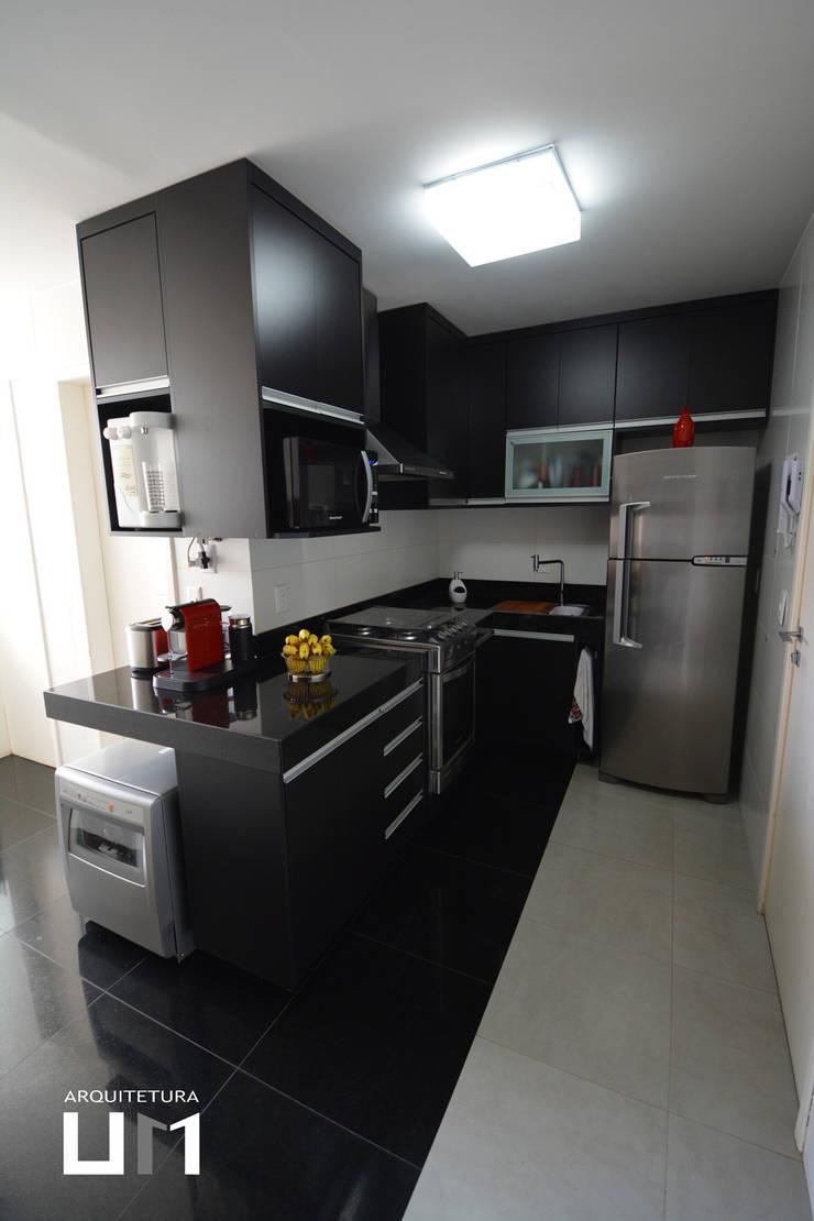 Apartamento DE: Cozinhas  por Arquitetura 1,
