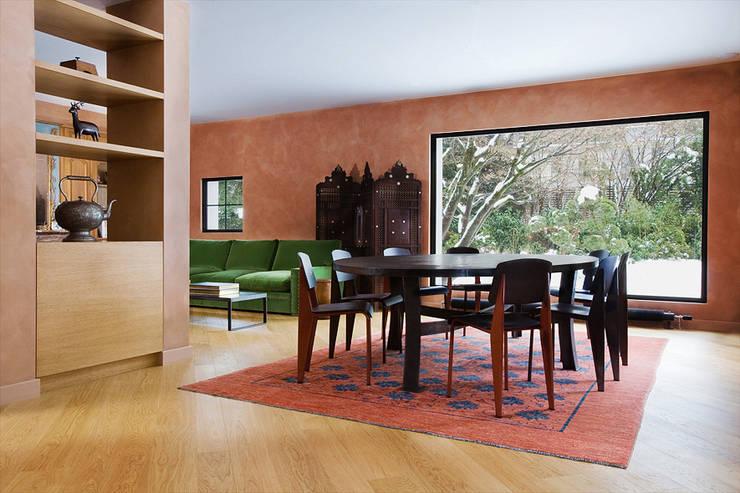 Villa Genève: Salle à manger de style  par Peter Kammermann Décorateur