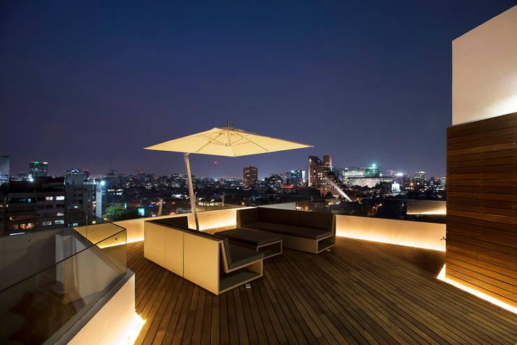 Paseo Castelar Corporativo - Residencial : Terrazas de estilo  por Hansi Arquitectura