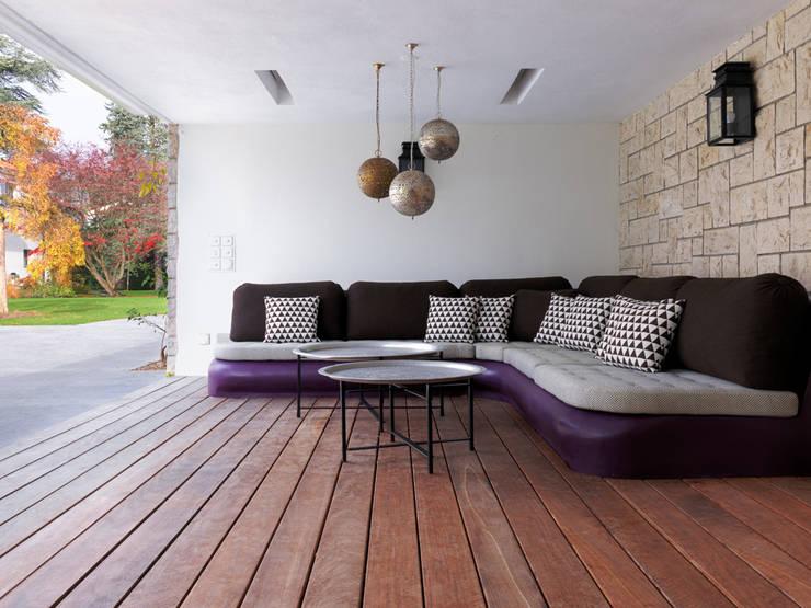 Villa Genève: Piscines  de style  par Peter Kammermann Décorateur