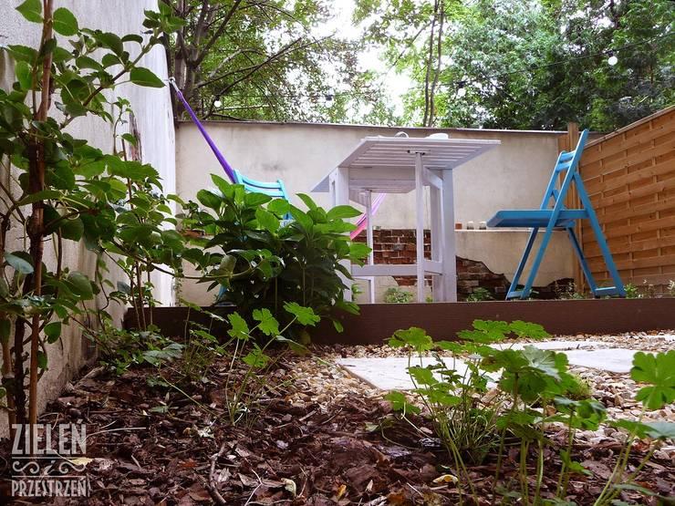 Ogród z hamakami: styl , w kategorii Ogród zaprojektowany przez Zieleń i Przestrzeń