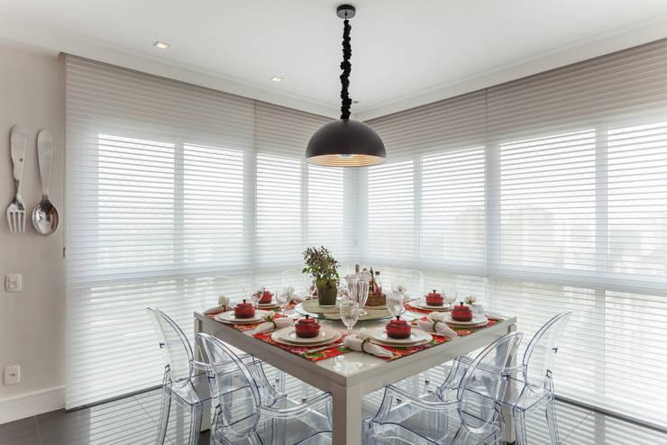 APARTAMENTO 2: Sala de jantar  por Martins Valente Arquitetura e Interiores