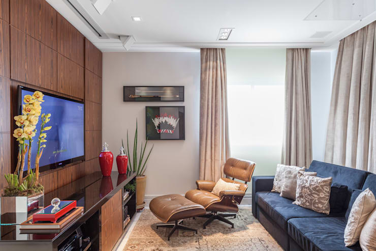 APARTAMENTO 2: Sala de estar  por Martins Valente Arquitetura e Interiores