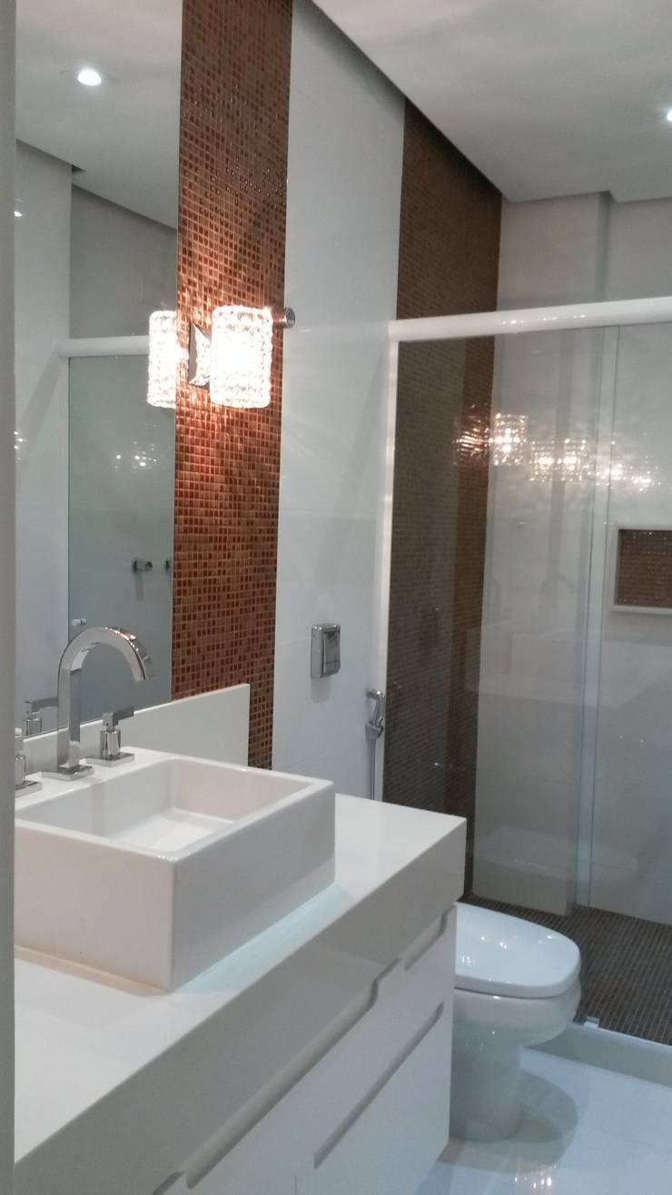 Banho social: Banheiros  por L N arquitetos,