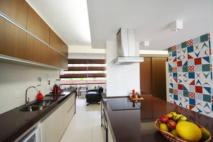 Apartamento EM: Cozinhas  por Arquitetura 1