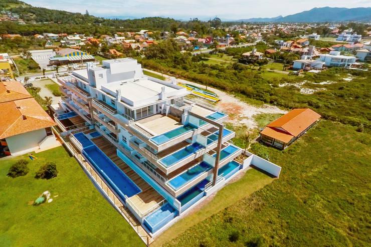 The Island: Casas  por Mantovani e Rita Arquitetura
