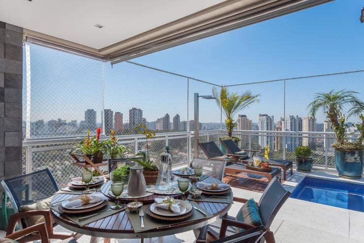 Balcones y terrazas de estilo  de Martins Valente Arquitetura e Interiores