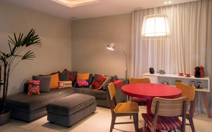 Sala de estar: Salas de estar  por CORES - Arquitetura e Interiores,