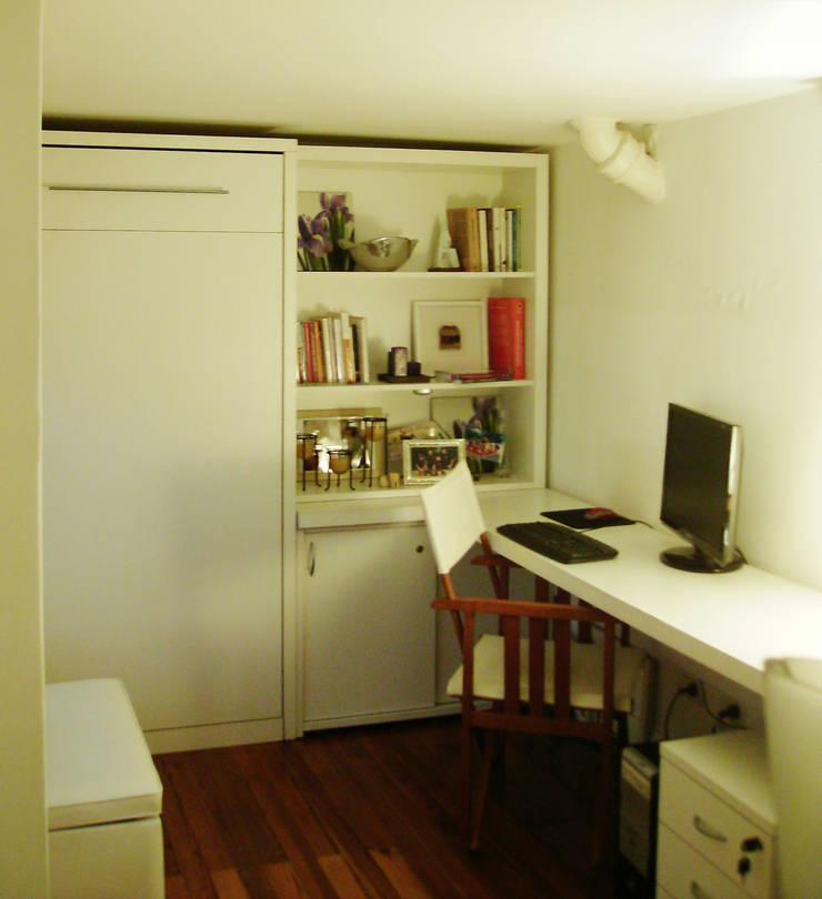 Biblioteca + Escritorio: Dormitorios de estilo  por MINBAI