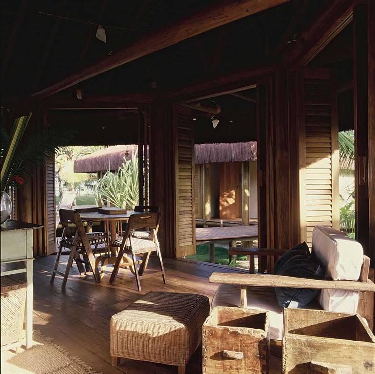 Casa Trancoso: Quartos  por Toninho Noronha Arquitetura,