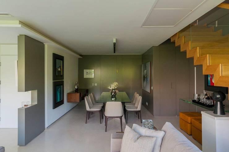 Cobertura Ipanema: Salas de jantar  por Toninho Noronha Arquitetura