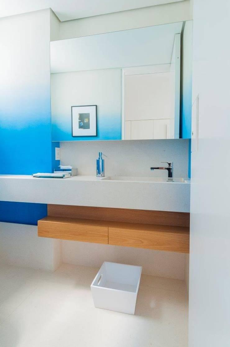 Cobertura Ipanema: Banheiros  por Toninho Noronha Arquitetura