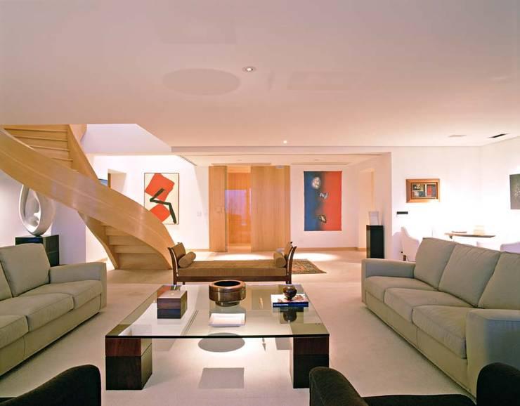 Cobertura Morumbi: Salas de estar  por Toninho Noronha Arquitetura