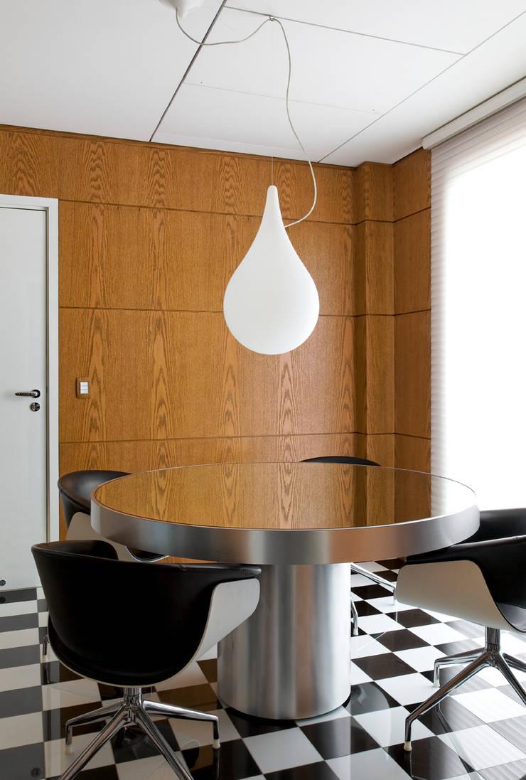 apartamento jardins: Cozinhas  por Toninho Noronha Arquitetura
