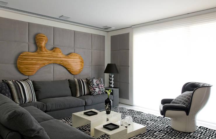 apartamento jardins: Salas multimídia  por Toninho Noronha Arquitetura