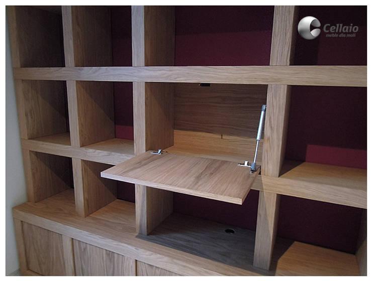 Biblioteczka w kratkę z barkiem: styl , w kategorii Domowe biuro i gabinet zaprojektowany przez Cellaio