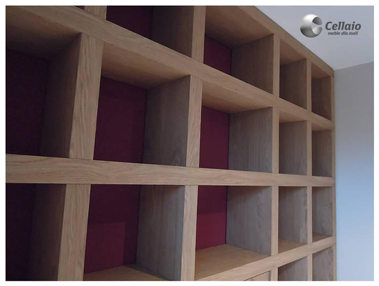 Biblioteczka w kratkę z barkiem: styl , w kategorii Pokój dziecięcy zaprojektowany przez Cellaio