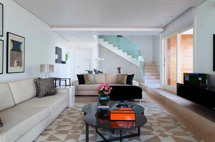 Casa Cidade Jardim: Salas de estar  por Toninho Noronha Arquitetura