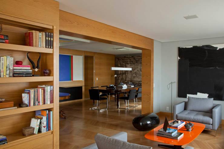 Apartamento Cidade Jardim: Salas de estar  por Toninho Noronha Arquitetura,Moderno