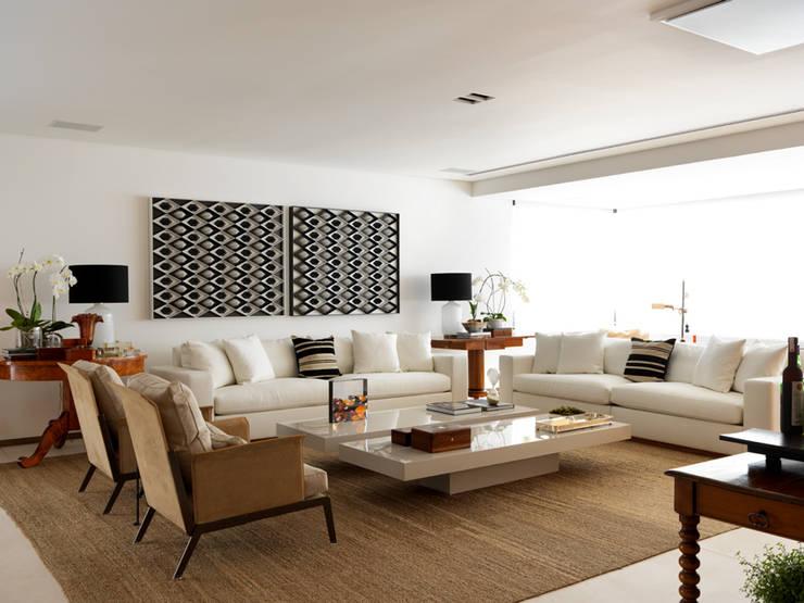 Apartamento VNC 4: Salas de estar  por Toninho Noronha Arquitetura