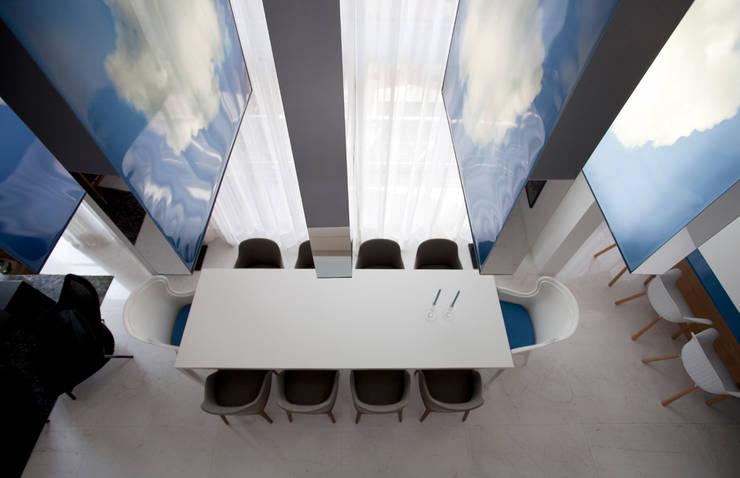 Loft Itaim: Salas de jantar  por Toninho Noronha Arquitetura