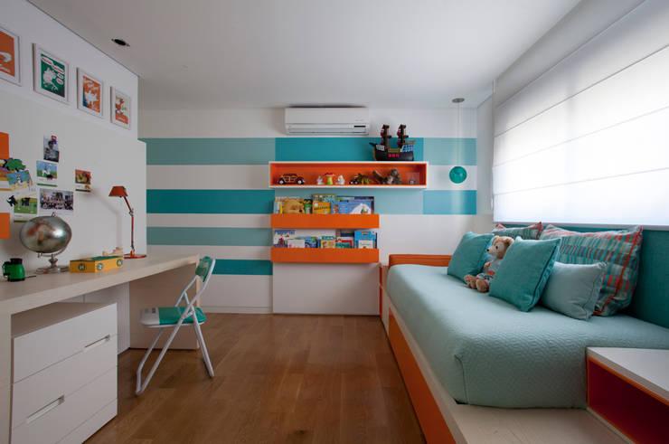 Loft Itaim: Quarto infantil  por Toninho Noronha Arquitetura