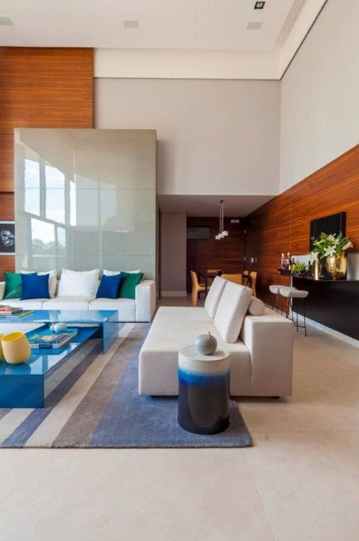 Apartamento VNC 6: Salas de estar  por Toninho Noronha Arquitetura