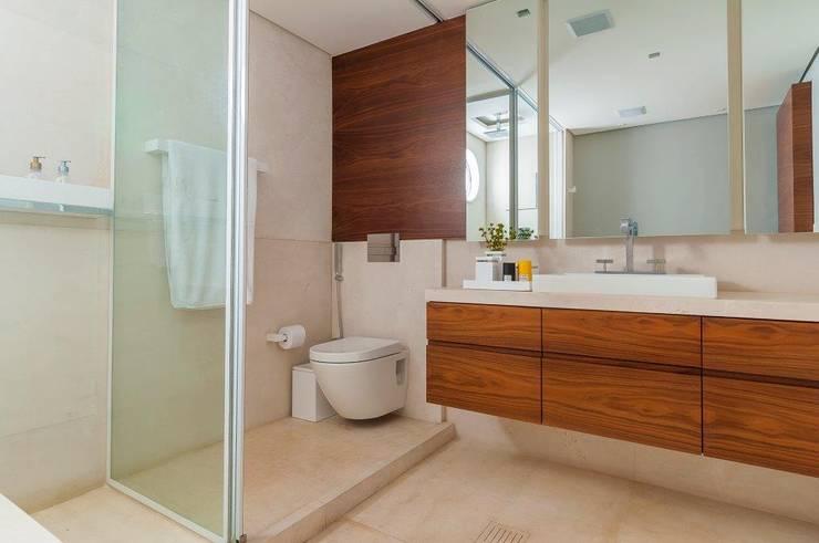 Apartamento VNC 6: Banheiros  por Toninho Noronha Arquitetura
