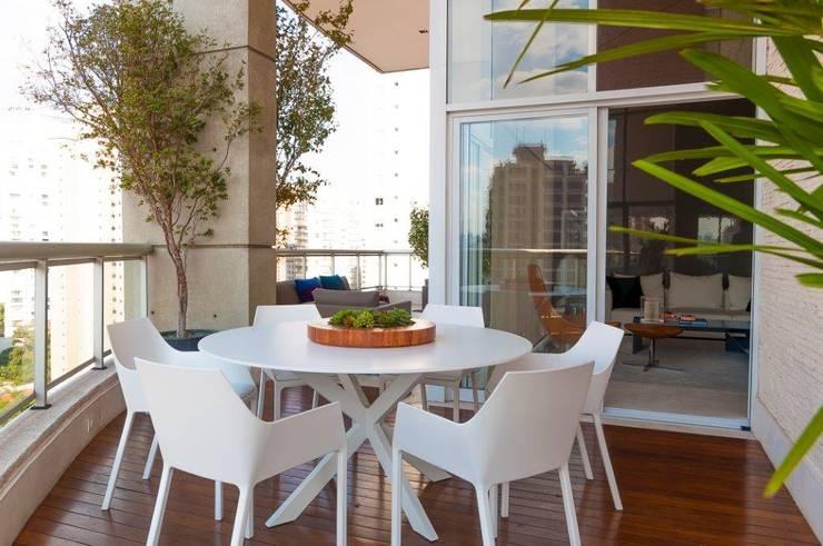 Terrazas de estilo  por Toninho Noronha Arquitetura