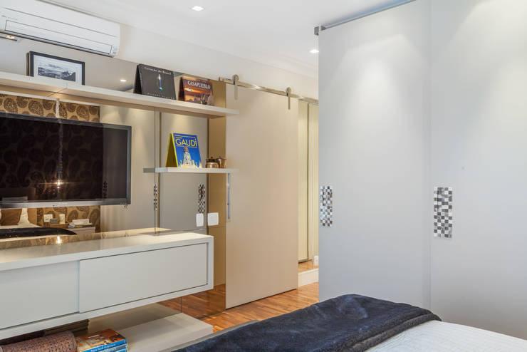 modern Bedroom تنفيذ Martins Valente Arquitetura e Interiores