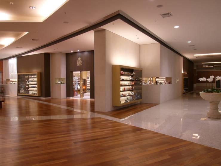 Loja Jorge Alex: Lojas e imóveis comerciais  por Toninho Noronha Arquitetura