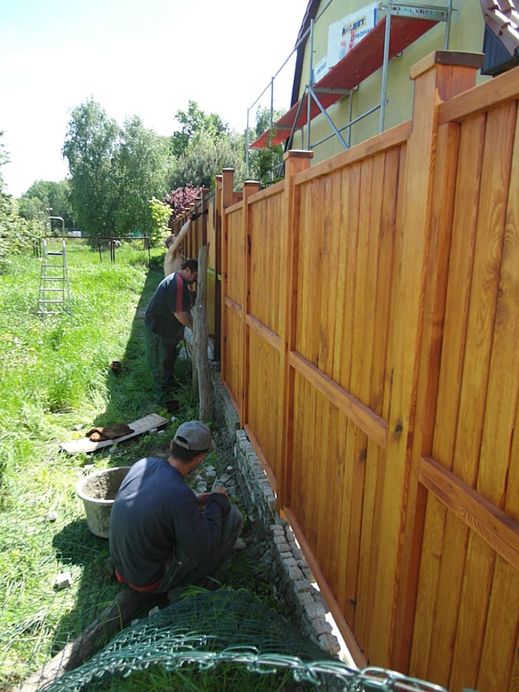 Taras drewniany i ogrodzenie. Realizacja w Zielonej Górze.: styl , w kategorii  zaprojektowany przez PHU Bortnowski