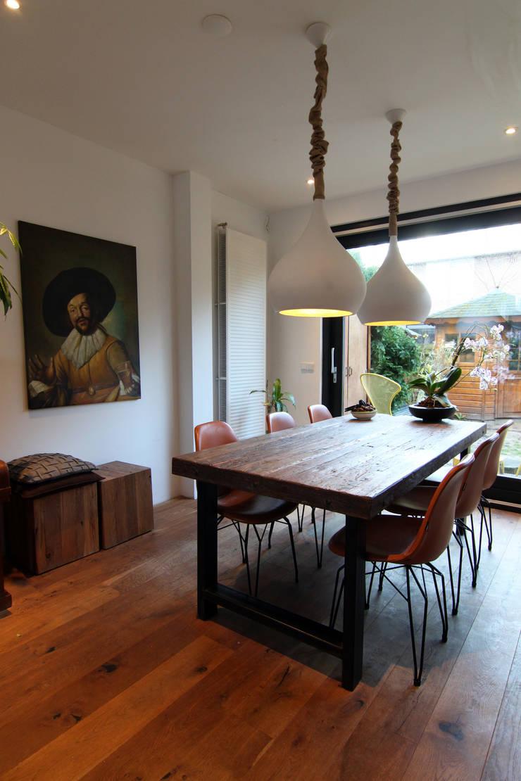 Bertus residency:  Eetkamer door Diego Alonso designs, Modern