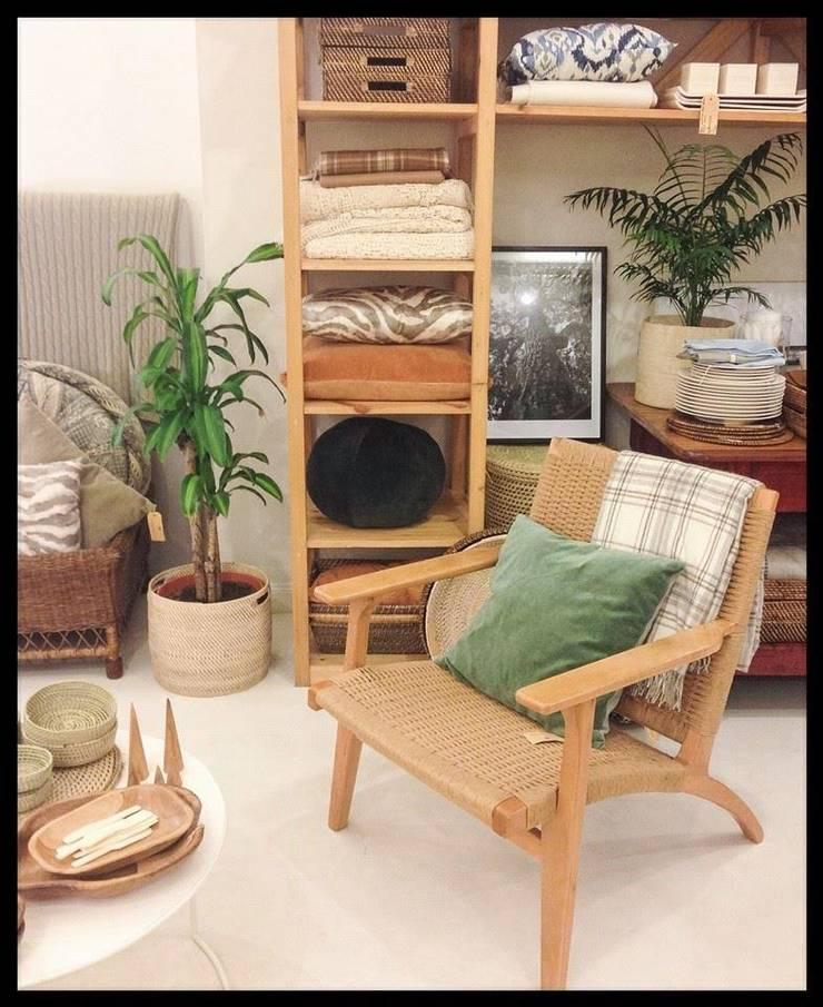 Productos a ambientaciones: Livings de estilo  por SEKKEI DECOR
