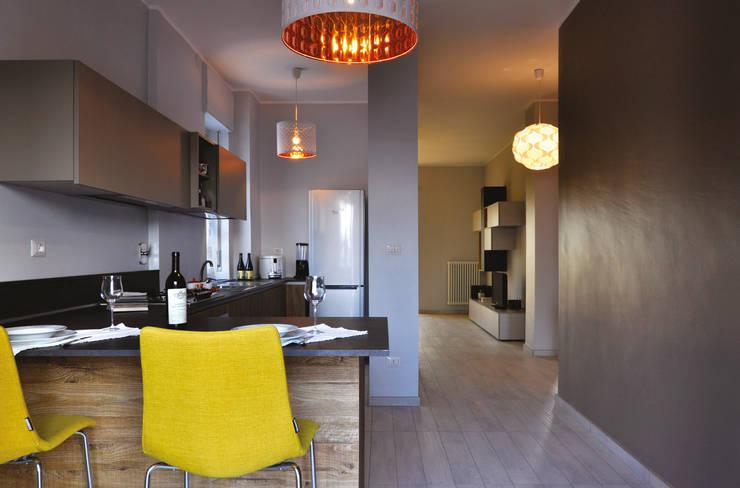 Cocinas de estilo moderno por arCMdesign - Architetto Michela Colaone