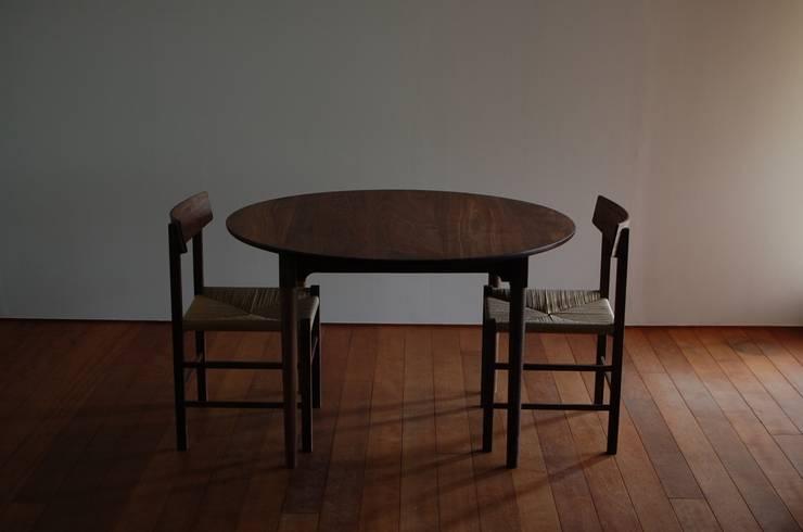 ダイニングテーブルとチェアー①: bungalowが手掛けたダイニングルームです。,