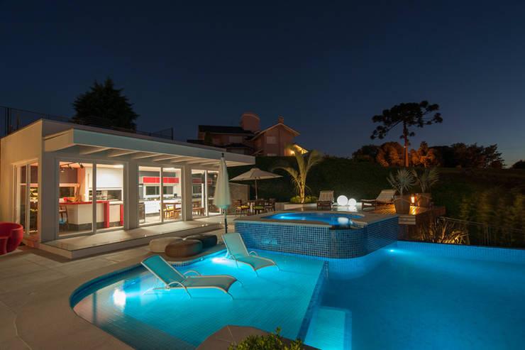 modern Pool by Pinheiro Machado Arquitetura