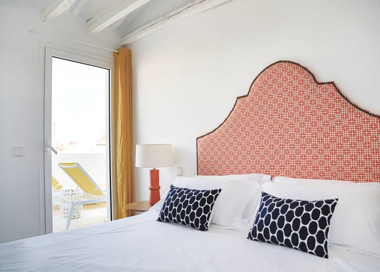 Atico en La Latina: Dormitorios de estilo moderno de StudioBMK