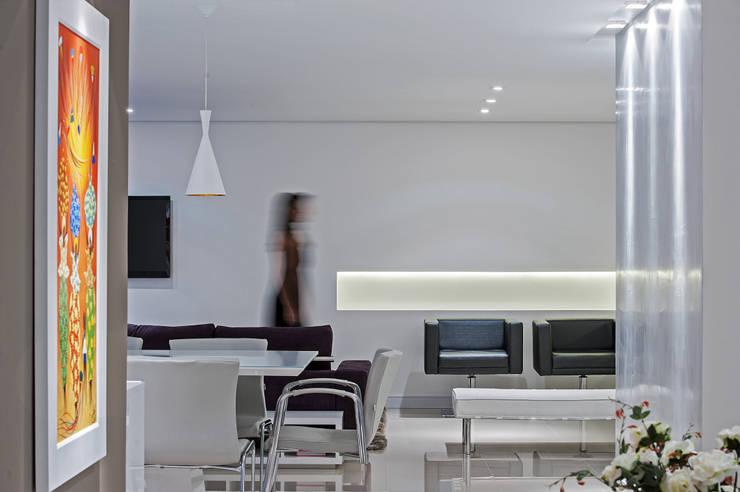 APARTAMENTO HB: Salas de estar  por Studio Boscardin.Corsi Arquitetura
