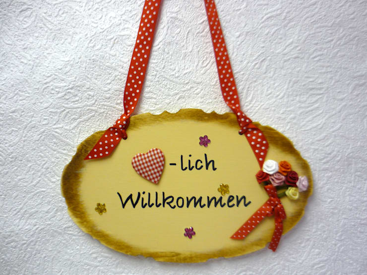 """Türschild """"Herzlich Willkommen"""": landhausstil Fenster & Tür von Deko-Oase"""