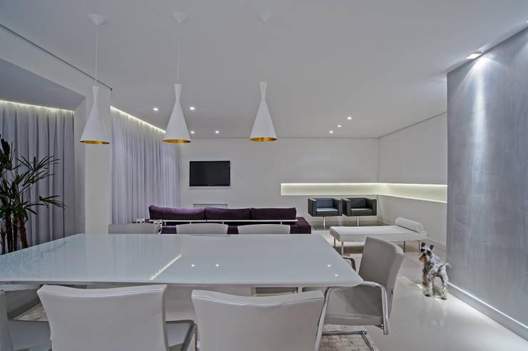 APARTAMENTO HB: Salas de jantar  por Studio Boscardin.Corsi Arquitetura