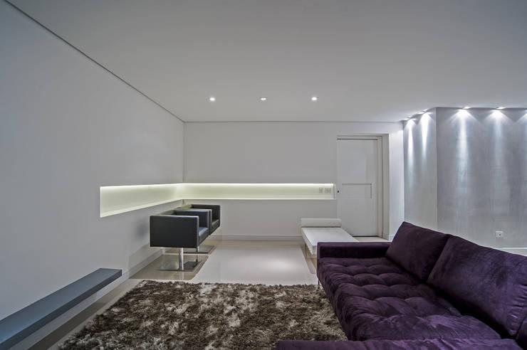 APARTAMENTO HB: Salas de estar minimalistas por Studio Boscardin.Corsi Arquitetura
