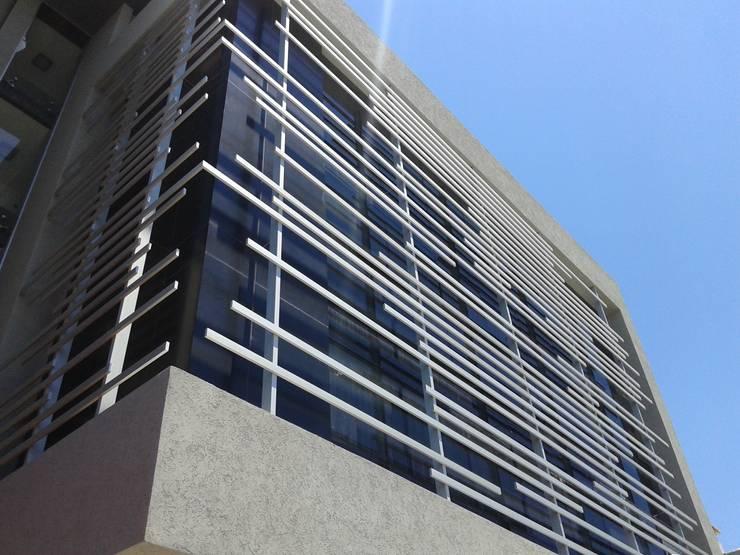 ALBA OFFICE: Estudios y oficinas de estilo  por VILARRODONA ARQUITECTOS
