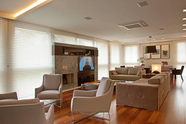 LIVING: Salas de estar  por LUIZE ANDREAZZA BUSSI INTERIORES+ CORPORATIVO