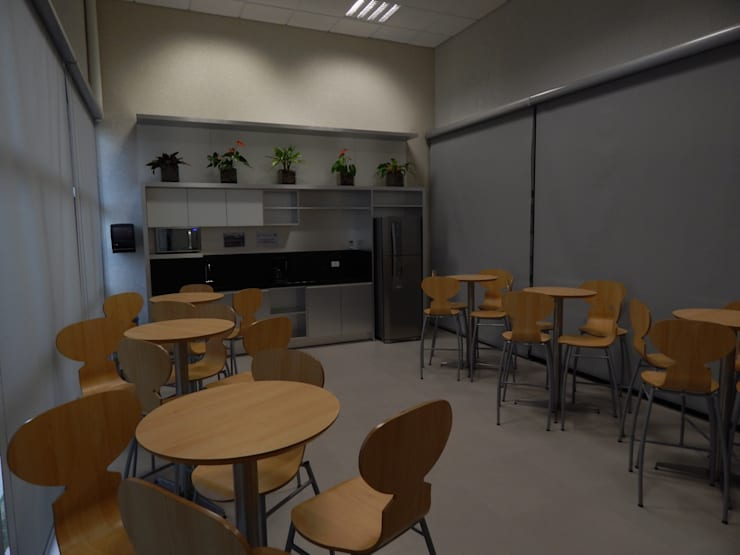 Cafeteira Centro de Treinamento: Locais de eventos  por LUIZE ANDREAZZA BUSSI INTERIORES+ CORPORATIVO
