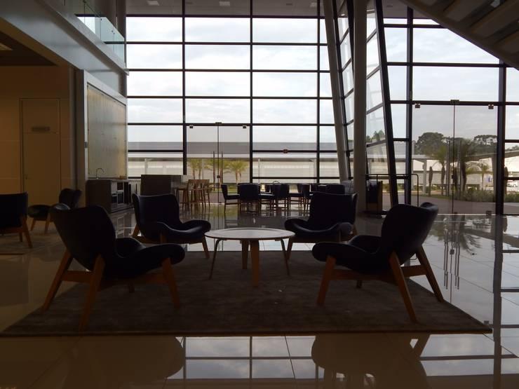 Lounge Customer Center: Locais de eventos  por LUIZE ANDREAZZA BUSSI INTERIORES+ CORPORATIVO