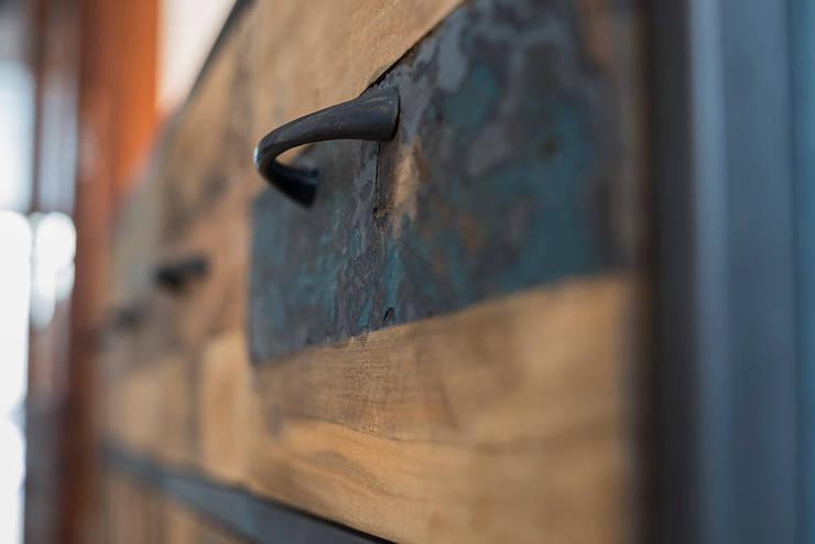 Pintu & Jendela Modern Oleh ISLABAU constructora Modern