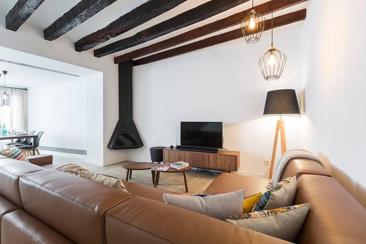Ruang Keluarga Modern Oleh ISLABAU constructora Modern
